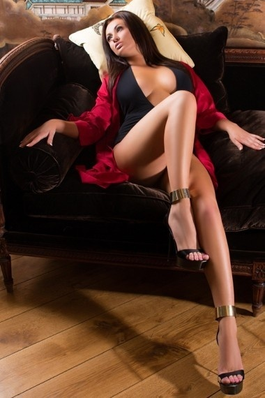 Lona, beautiful Russian escort who offers oral job in Rome